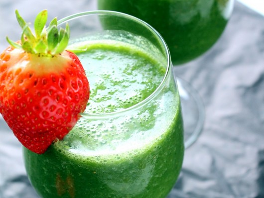 Green Strawberry and Bananas smoothie