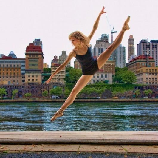 Профессиональные-танцоры-на-фоне-Нью-Йорка-11-600x600