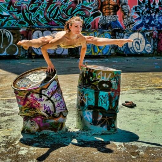 Профессиональные-танцоры-на-фоне-Нью-Йорка-17-600x600