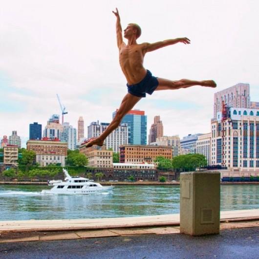 Профессиональные-танцоры-на-фоне-Нью-Йорка-19-600x600