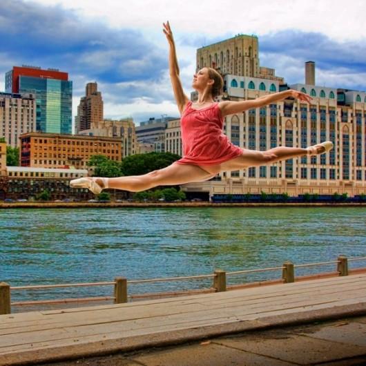 Профессиональные-танцоры-на-фоне-Нью-Йорка-2-600x600
