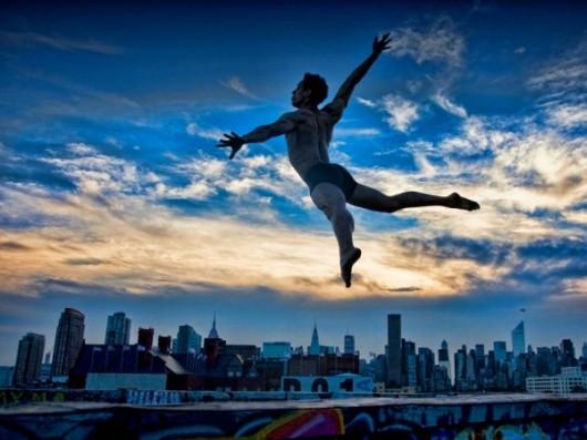 Профессиональные-танцоры-на-фоне-Нью-Йорка-23-600x450