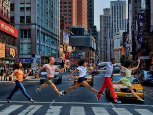 Профессиональные-танцоры-на-фоне-Нью-Йорка-25-600x450
