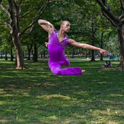 Профессиональные-танцоры-на-фоне-Нью-Йорка-27-600x600