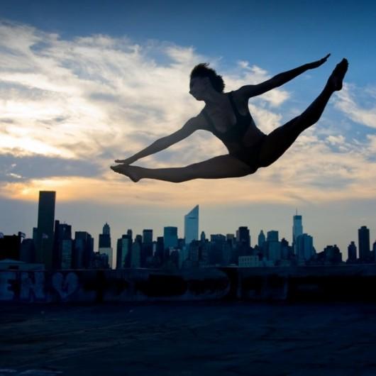Профессиональные-танцоры-на-фоне-Нью-Йорка-28-600x600
