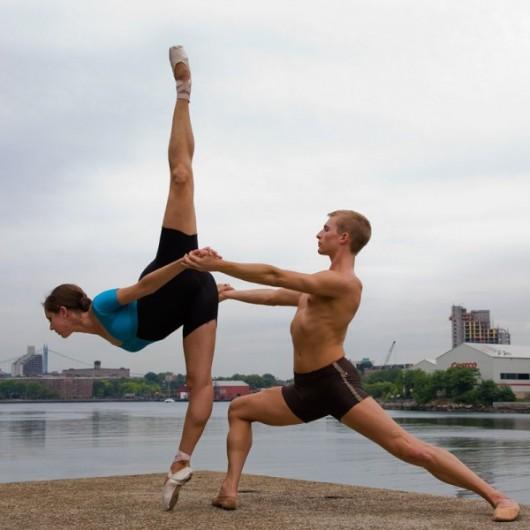 Профессиональные-танцоры-на-фоне-Нью-Йорка-31-600x600