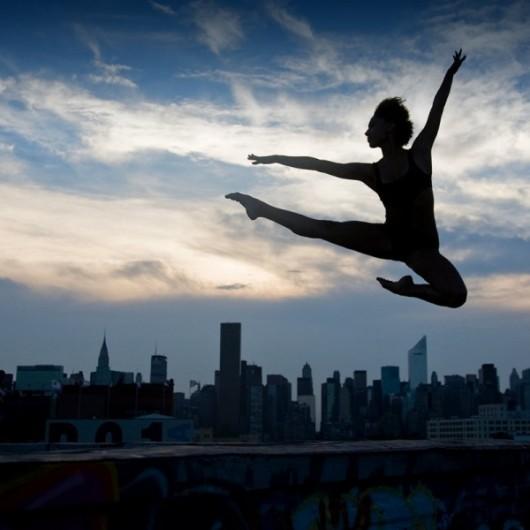 Профессиональные-танцоры-на-фоне-Нью-Йорка-36-600x600