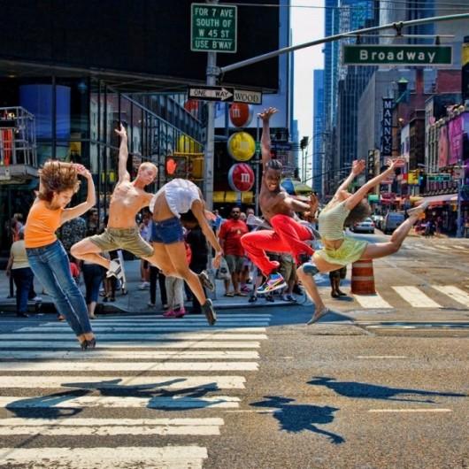 Профессиональные-танцоры-на-фоне-Нью-Йорка-43-600x600