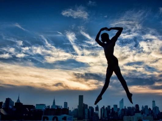 Профессиональные-танцоры-на-фоне-Нью-Йорка-53-600x450