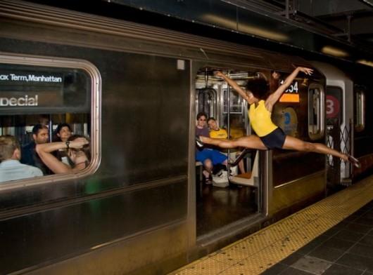 Профессиональные-танцоры-на-фоне-Нью-Йорка-55-600x444