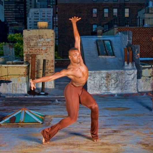 Профессиональные-танцоры-на-фоне-Нью-Йорка-9-600x600