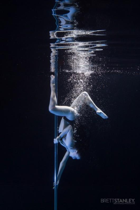 Underwater Pole Dancing_2