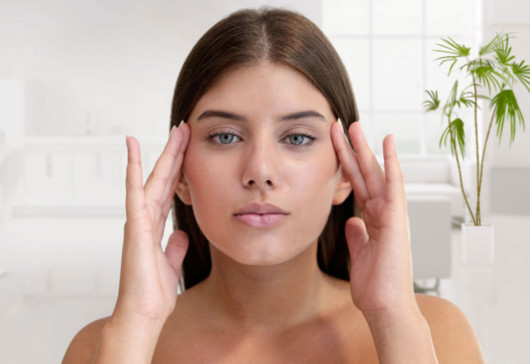 Ponytail Lift doesn't cut off normal blood flow, the results last for a long time, and the skin has a healthy, youthful glow
