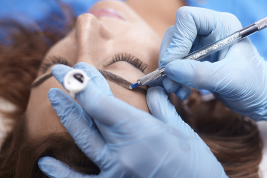 How to Be Certified to Do Permanent Makeup